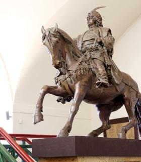Památník Krále Jiřího uzavřen do března 2020